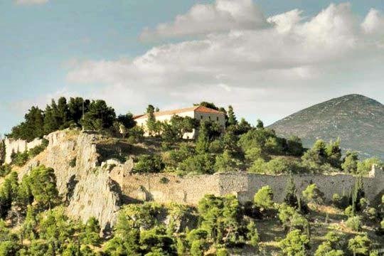 Στο κέντρο της Ελλάδας, ο προορισμός όπου η φυσική ομορφιά συναντά την Ιστορία και την παράδοση.