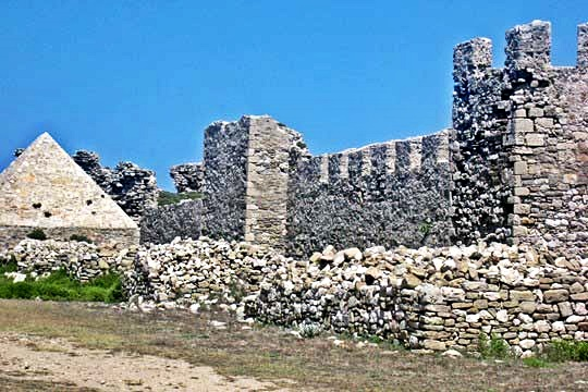 Walls of the inner acropolis