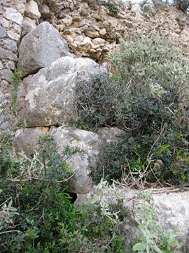 Traces of the ancient fortification  (photo G.Syros)
