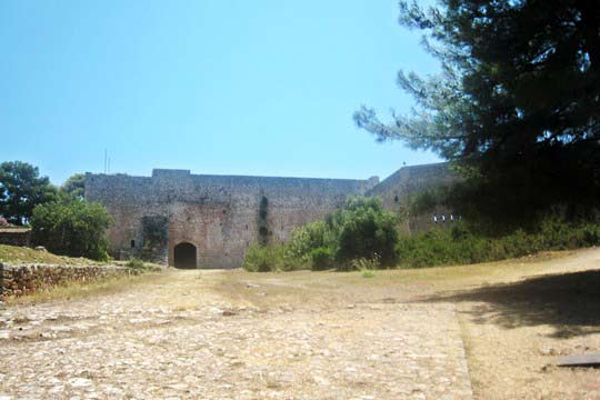 Castle interior, the yard in front of the acropoli